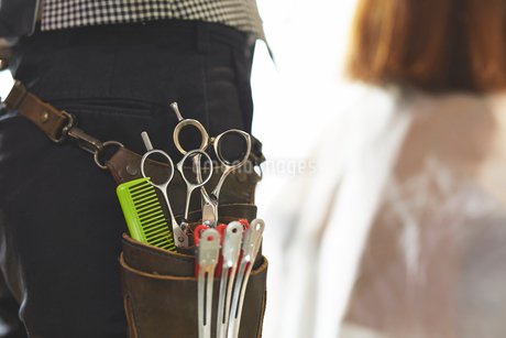 美容師の腰袋のアップの写真素材 [FYI02503097]