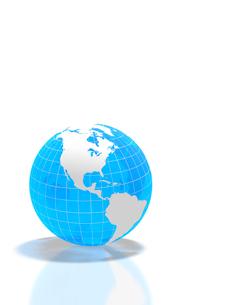 半透明な青い地球儀の写真素材 [FYI02504008]