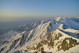 残雪の杓子岳と白馬鑓ヶ岳の写真素材 [FYI02505289]