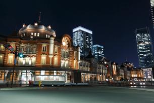 東京駅丸の内駅舎の夜景の写真素材 [FYI02508291]