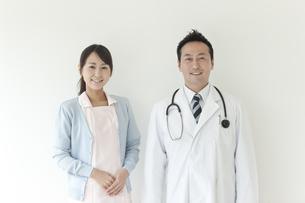 男性医師と看護師の写真素材 [FYI02509020]