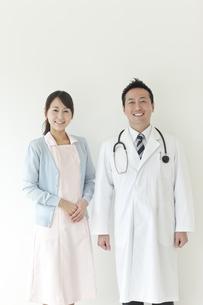 男性医師と看護師の写真素材 [FYI02509509]