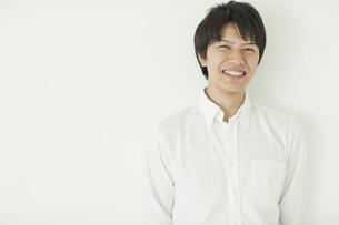 笑顔の男性の写真素材 [FYI02509698]