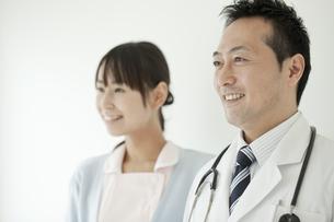 男性医師と看護師の写真素材 [FYI02509724]