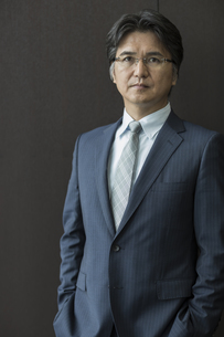 中高年のビジネスマンのポートレートの写真素材 [FYI02509748]