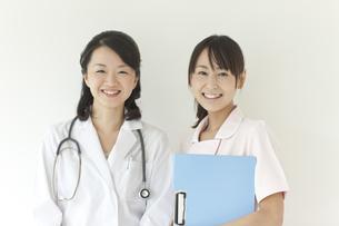 笑顔の医師と看護師の写真素材 [FYI02509778]