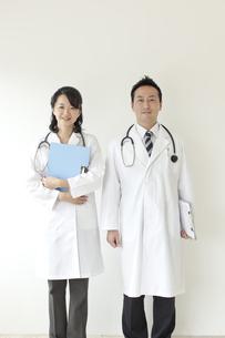 2人の医師の写真素材 [FYI02509795]