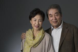 笑顔のシニア夫婦の写真素材 [FYI02510596]