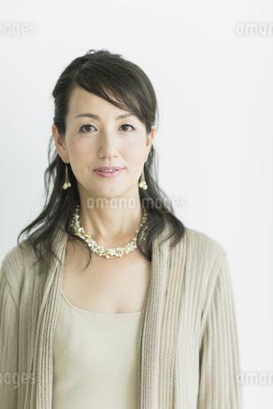 40代日本人女性のポートレートの写真素材 [FYI02510907]