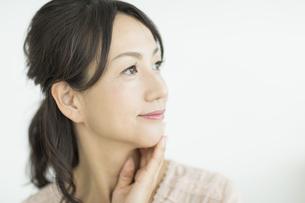 笑顔の40代女性の写真素材 [FYI02511264]