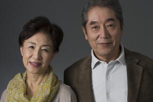 笑顔のシニア夫婦の写真素材 [FYI02511296]