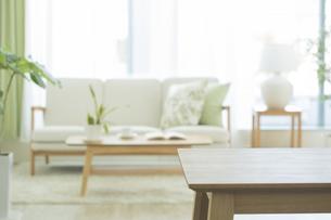 テーブルとリビングルームの写真素材 [FYI02511350]