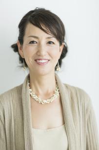 40代日本人女性のポートレートの写真素材 [FYI02511531]