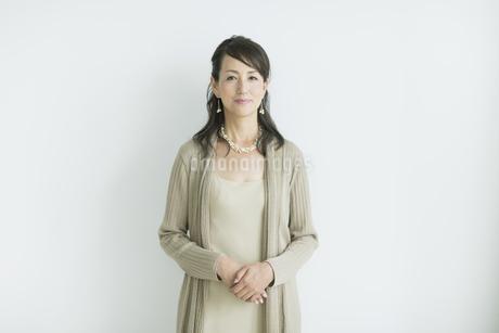 40代日本人女性のポートレートの写真素材 [FYI02511795]