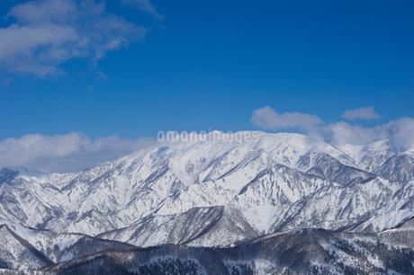雪の山並みの写真素材 [FYI02512095]