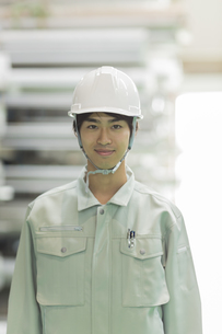 作業服の若い男性の写真素材 [FYI02512698]