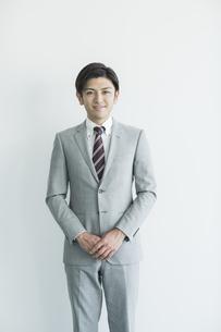 笑顔のビジネスマンの写真素材 [FYI02512968]