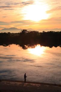 朝の信濃川の写真素材 [FYI02514502]