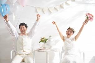 幸せな新郎新婦の写真素材 [FYI02515292]