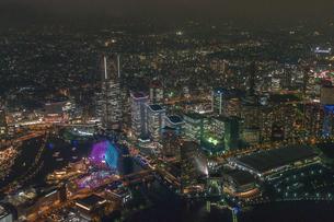 横浜みなとみらい夜景空撮の写真素材 [FYI02525217]