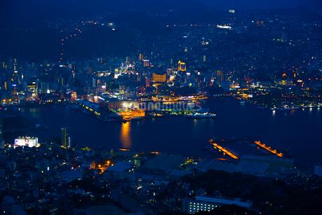 稲佐山展望台から見る長崎の夜景の写真素材 [FYI02525511]