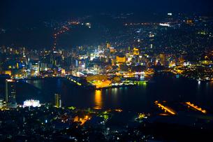 稲佐山展望台から見る長崎の夜景の写真素材 [FYI02525569]