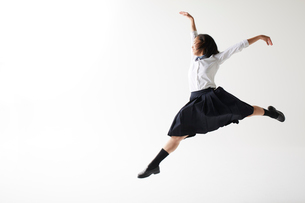 ダンスをする女子高生の写真素材 [FYI02525690]
