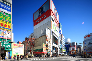 新宿駅東口の写真素材 [FYI02525950]