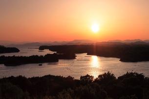 英虞湾と夕日の写真素材 [FYI02528642]
