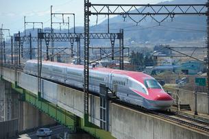 秋田新幹線スーパーこまちの写真素材 [FYI02528890]