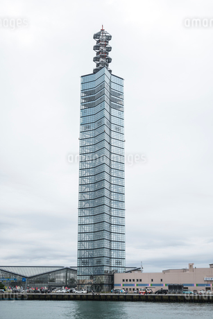 秋田港のポートタワーセリオンの写真素材 [FYI02532127]