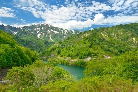 田子倉湖と浅草岳の写真素材 [FYI02533779]