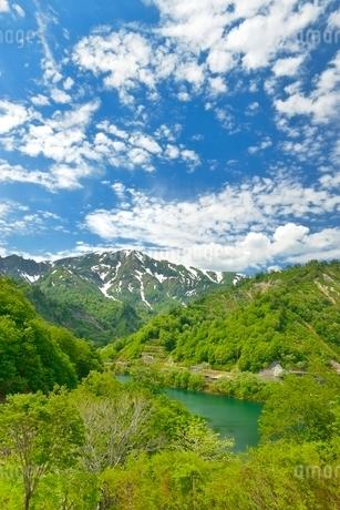 田子倉湖と浅草岳の写真素材 [FYI02533991]