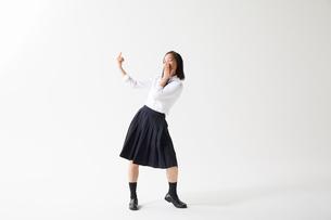 ダンスをする女子高生の写真素材 [FYI02535672]