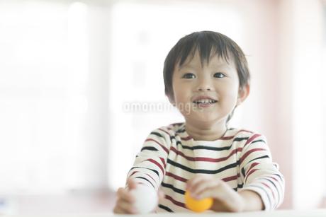 笑顔の男の子の写真素材 [FYI02538036]
