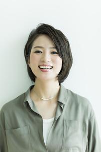笑顔の女性の写真素材 [FYI02538070]