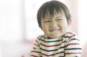 笑顔の男の子の写真素材 [FYI02538337]