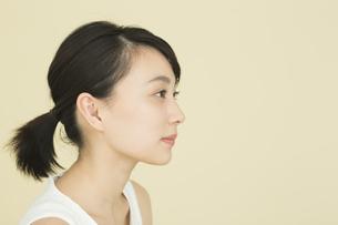若い女性のビューティーイメージの写真素材 [FYI02539333]