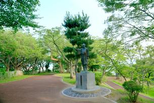 石巻 日和山公園の川村孫兵衛の像の写真素材 [FYI02540373]