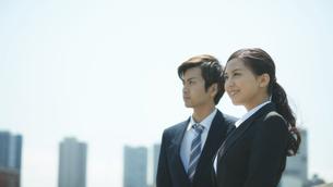 爽やかなビジネスマン2人の写真素材 [FYI02555867]