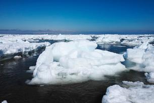 野付半島の流氷の写真素材 [FYI02557956]