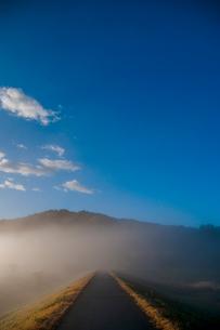 青空 雲 川霧 霧の写真素材 [FYI02558447]