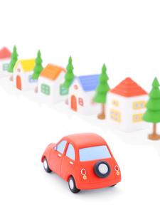 赤い粘土の車と家並みの写真素材 [FYI02559398]