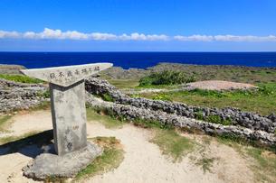 沖縄・波照間島 高那崎 日本最南端の碑の写真素材 [FYI02559977]