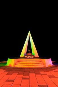 宗谷岬 ライトアップされた日本最北端の地碑 の写真素材 [FYI02560348]
