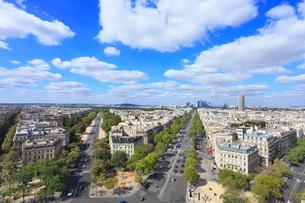 エトワール凱旋門から望むパリ市街の写真素材 [FYI02560357]