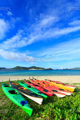 慶良間諸島,座間味島の阿真ビーチ,カヌーの写真素材 [FYI02560785]