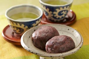 おはぎと緑茶の写真素材 [FYI02562828]
