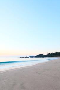 伊勢志摩・市後浜と朝の海の写真素材 [FYI02563213]