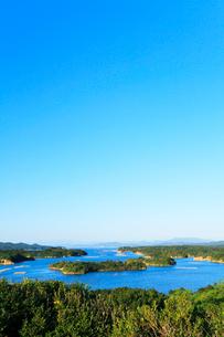 伊勢志摩・登茂山公園桐垣展望台より英虞湾の島々を望むの写真素材 [FYI02563298]